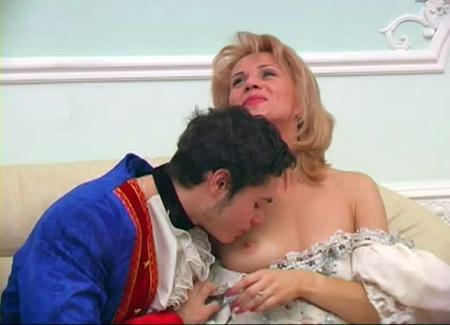 Молодой слуга трахает жену короля