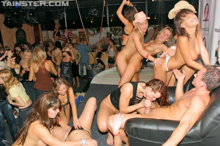 Продолжение групповой оргии на дискотеке. порно ролики. порно фильмы. скача