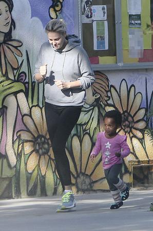 Шарлиз Терон с дочерью Августой